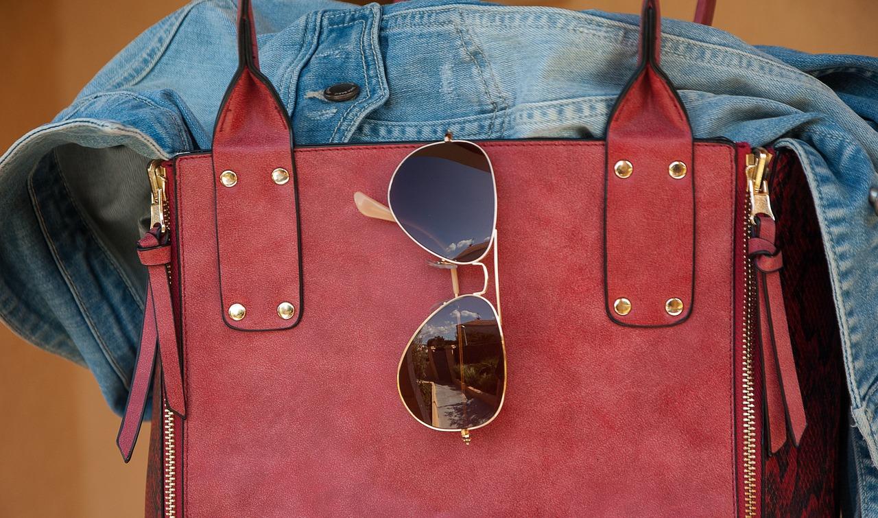 Guess kabelky - od tenisiek až po lodičky